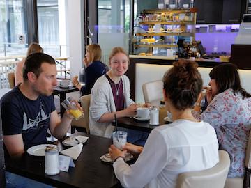 cafe_l3_mannheim_fruehstueck_gruppe